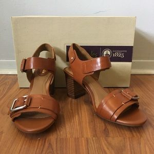 02f0c7e59da1 Clarks Shoes - NWT Clarks Ralene Dazzle Tan Leather Sandals 5.5